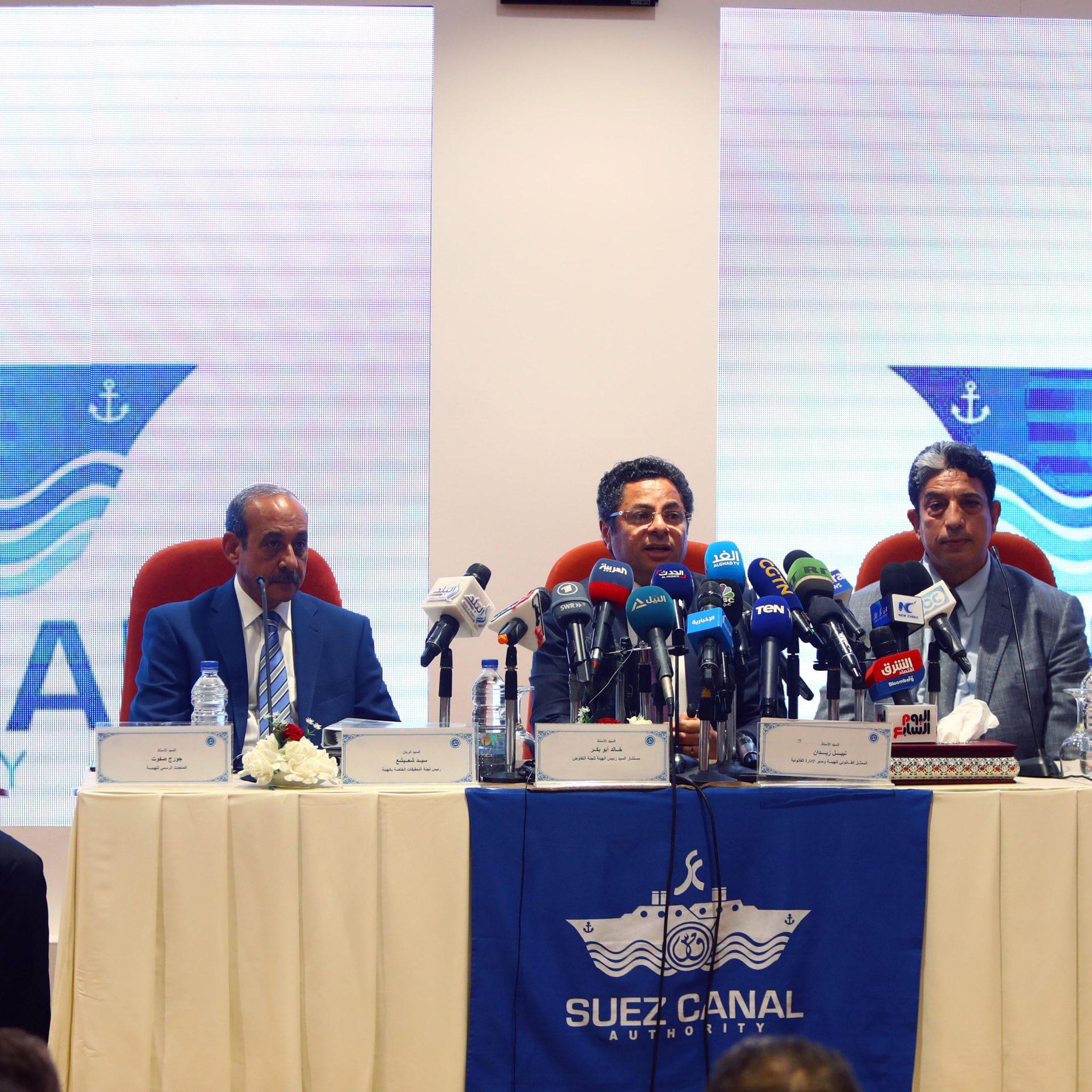 De Suez Canal Authority (SCA) wijst naar de kapitein als schuldige op een persconferentie. (Foto ANP)