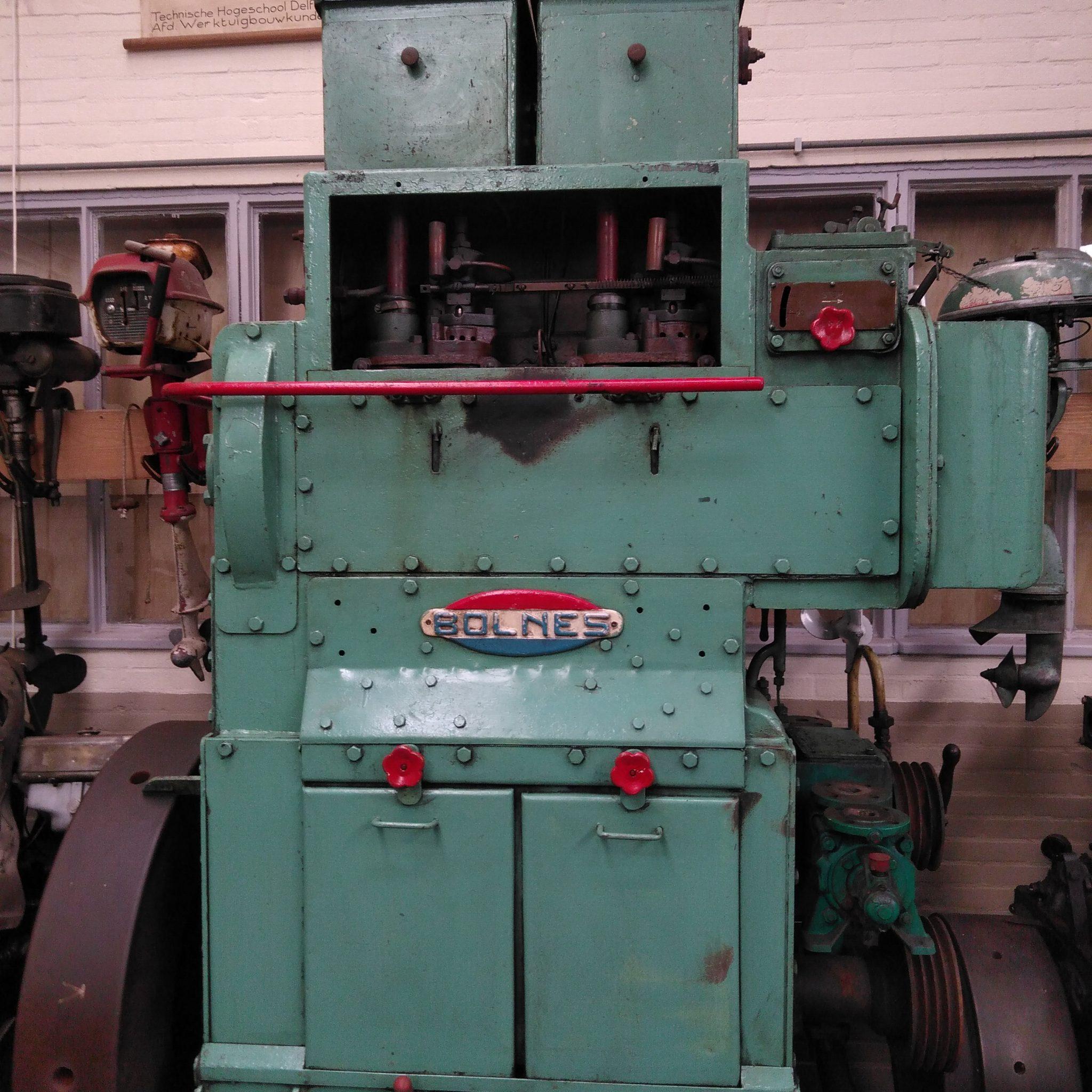 Er is nog werk aan de winkel voor dat de Bolnes type L2 uit 1951 kan draaien (Foto Grootmoederstijd en Motoren Museum)