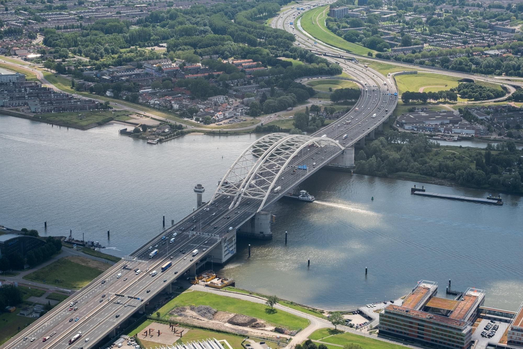 De renovatie van de Van Brienenoordbrug gaat nu beginnen in 2026. (Foto Rijkswaterstaat)