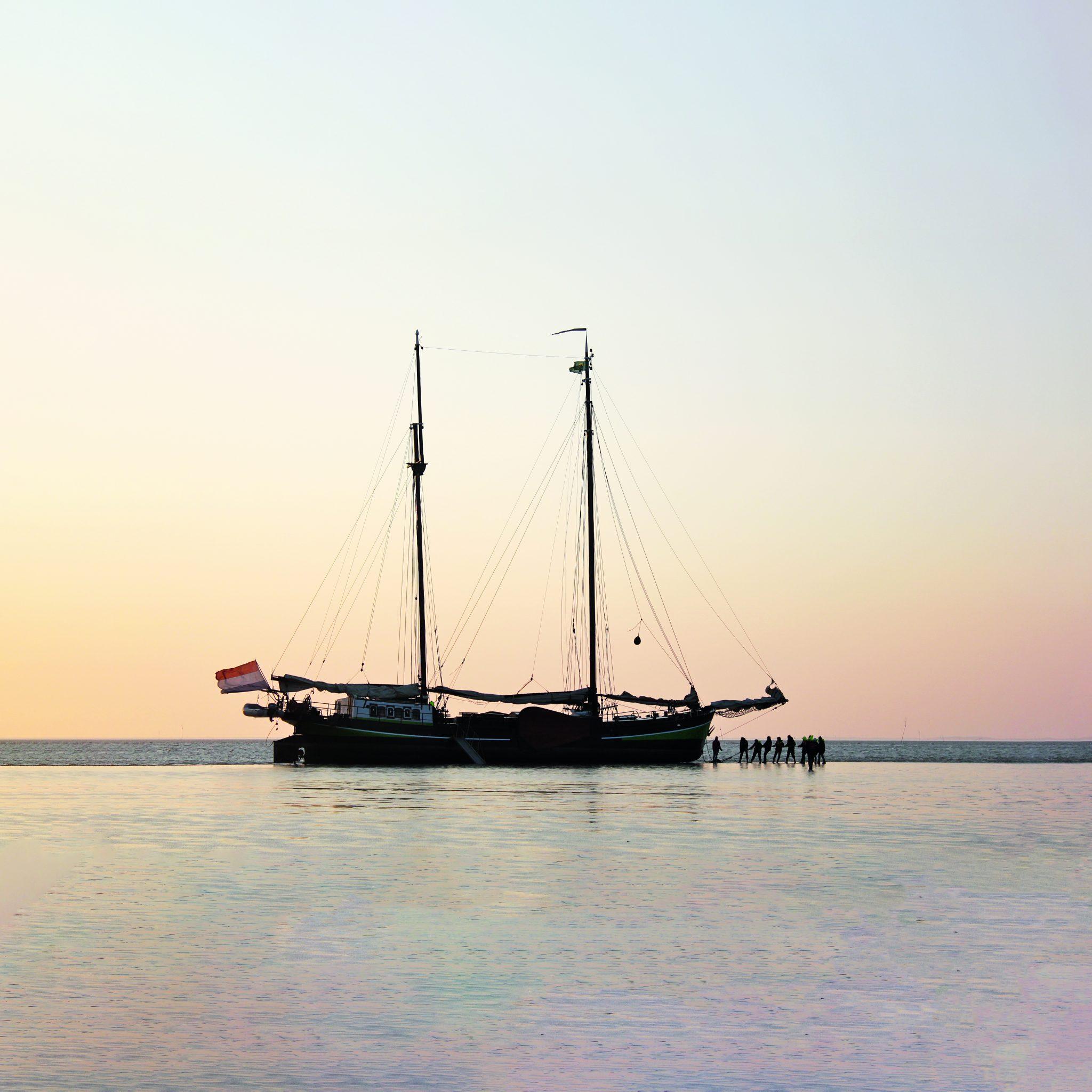 Alleen actieve zeilcharterschepen ouder dan 50 jaar komen in aanmerking voor de speciale steunregeling. (Foto Gouden Vloot)