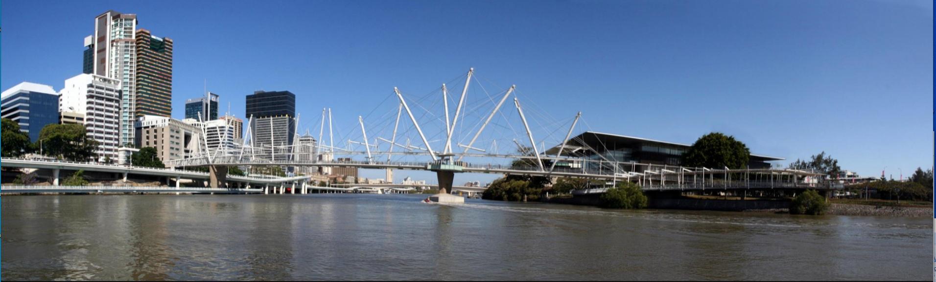De Kurilpa Bridge in Brisbane is op het eerste gezicht een bonte verzameling van willekeurige geplaatste stokken, die onderling met staaldraden zijn verbonden. Hij schijnt echter erg stevig te zijn.