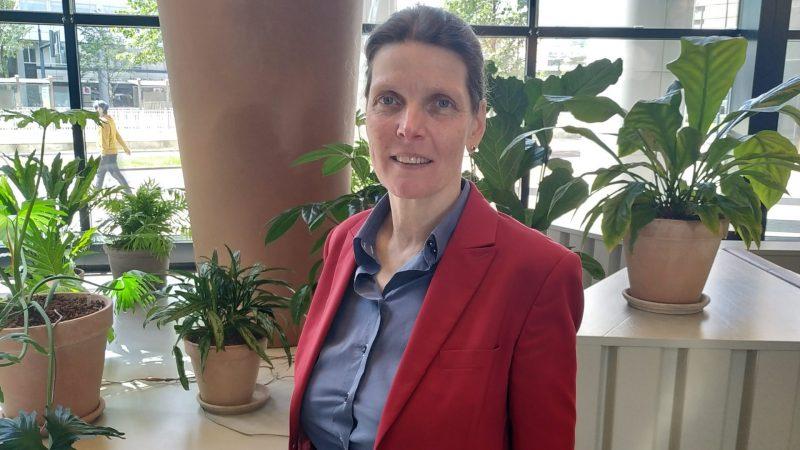 Maira van Helvoirt: 'De containerterminals in de Rotterdamse haven staan nokkie vol.' (Foto Nathalie van Herk)