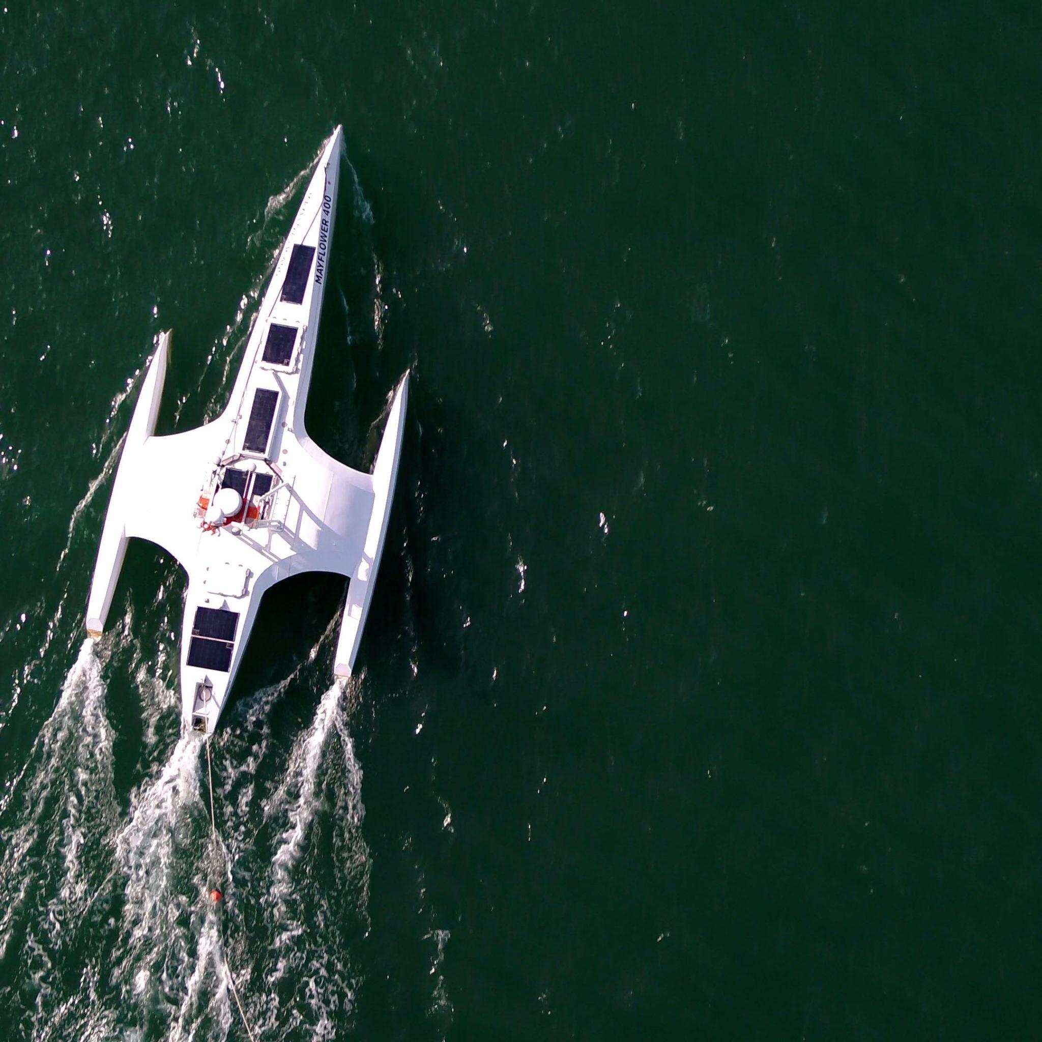 Er is een team onderweg om de Mayflower weer verder te helpen. (Foto IBM)