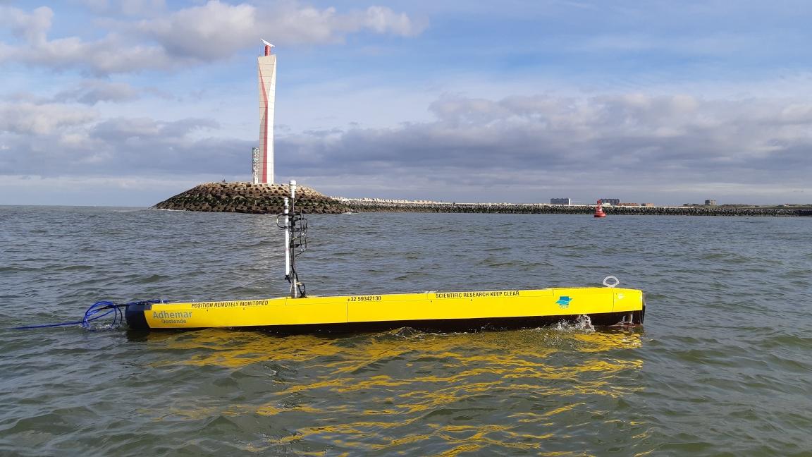 Vrijdag 20 november 2020 voer de USV 'Adhemar' als eerste Belgische onbemande vaartuig de zeehaven van Oostende uit en in. (Foto VLIZ)