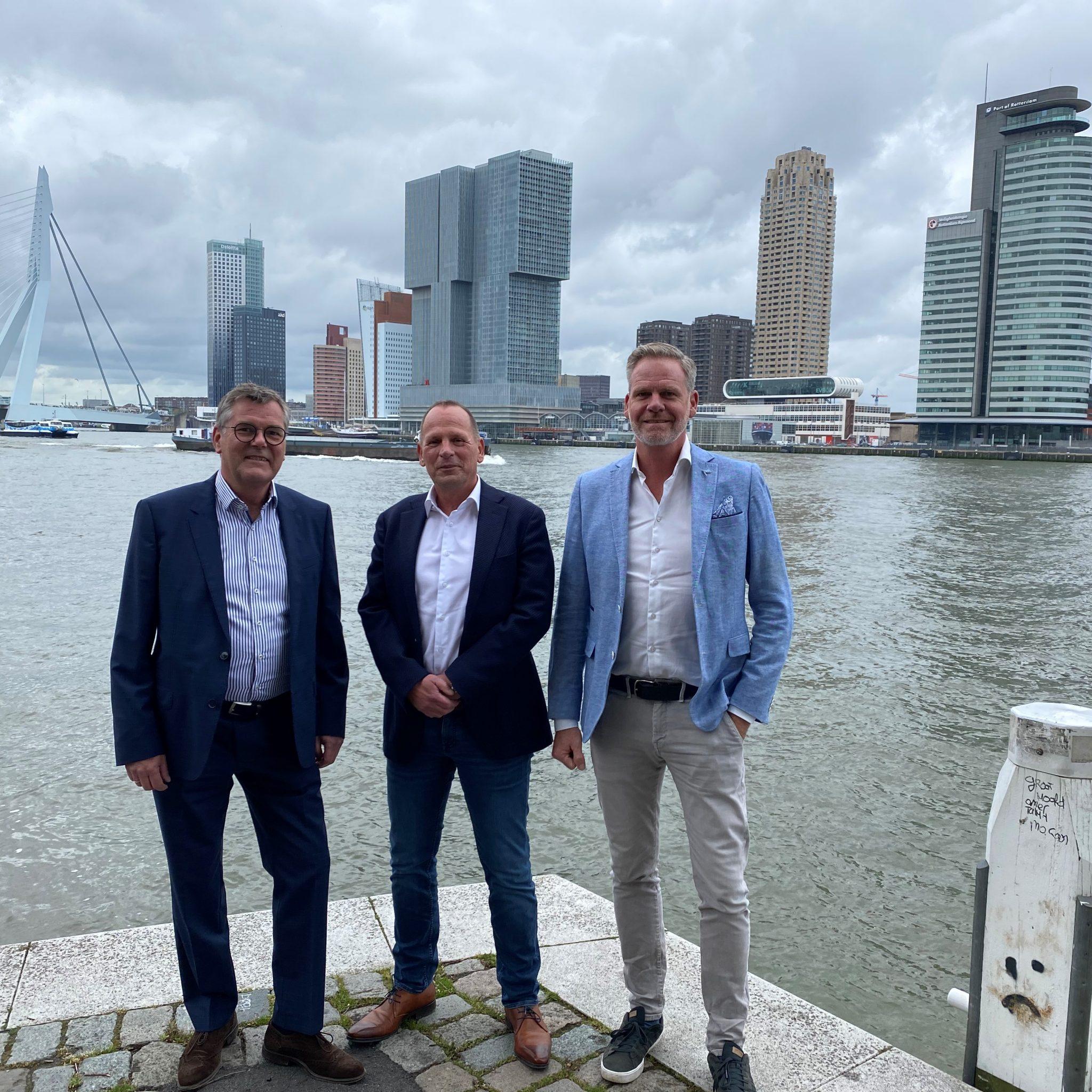 CEO Martin Deymann (rechts), met Leon Oerlemans (midden) en Udo Harm in Rotterdam. (Foto Deymann)