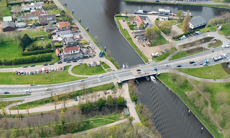 De Lammebrug over het Rijn-Schiekanaal wordt in de toekomst 2,5 meter hoger (Provincie Zuid-Holland)