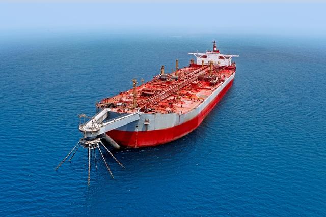 Het openscheuren van de tanker Safer kan zorgen voor een gigantische milieuramp. (Foto CEOBS)