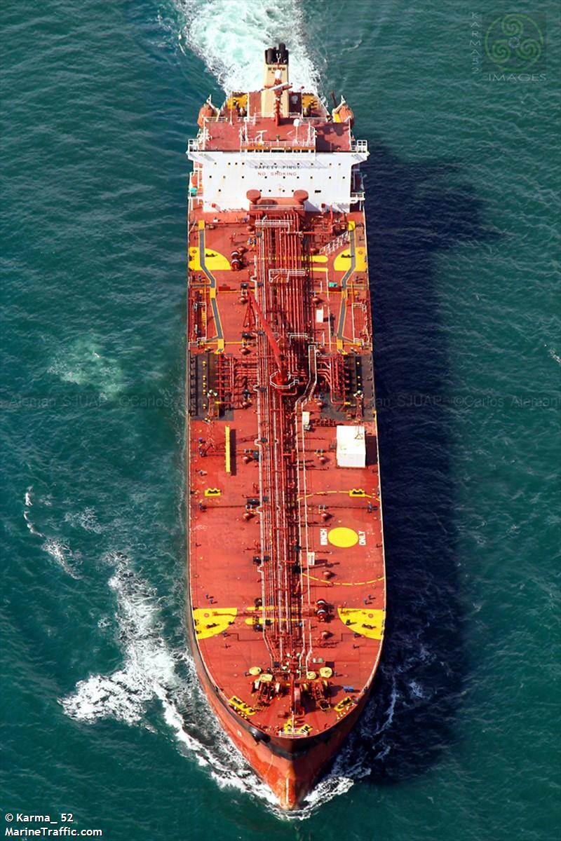 De tanker Aldan, in Almeria aan de ketting vanwege een olievervuiling. (Foto Marine Traffic)