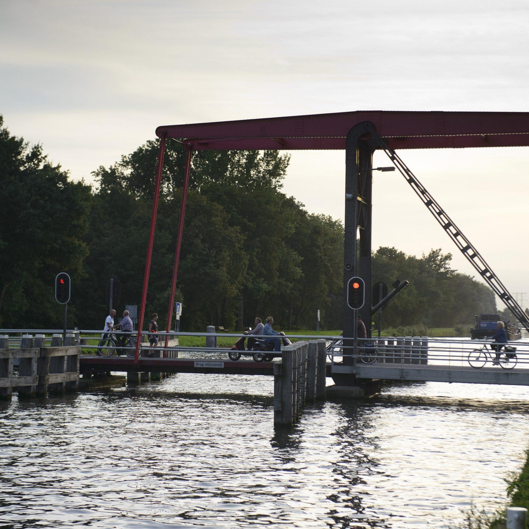 Brug Hooijdonk is als eerste aan de beurt. (Foto Rijkswaterstaat / Hans Hebbink)