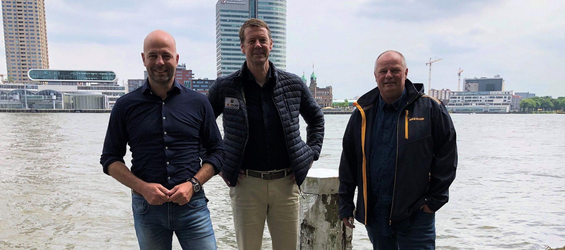 Beequip gaat de grens over, met mede-oprichters Peter Loef (links) en Giel Claes (midden). (Foto Beequip)