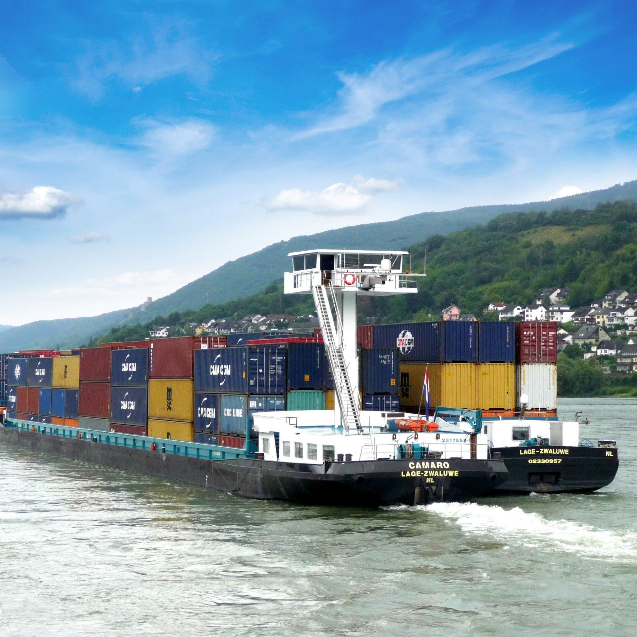 Een van de Camaro-schepen die vaart voor Dubbelman Container Transporten. (Foto Dubbelman)