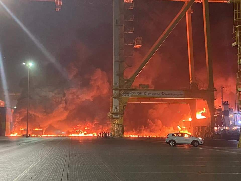 De explosie was 25 kilometer van het schip te voelen. (Foto Twitter)
