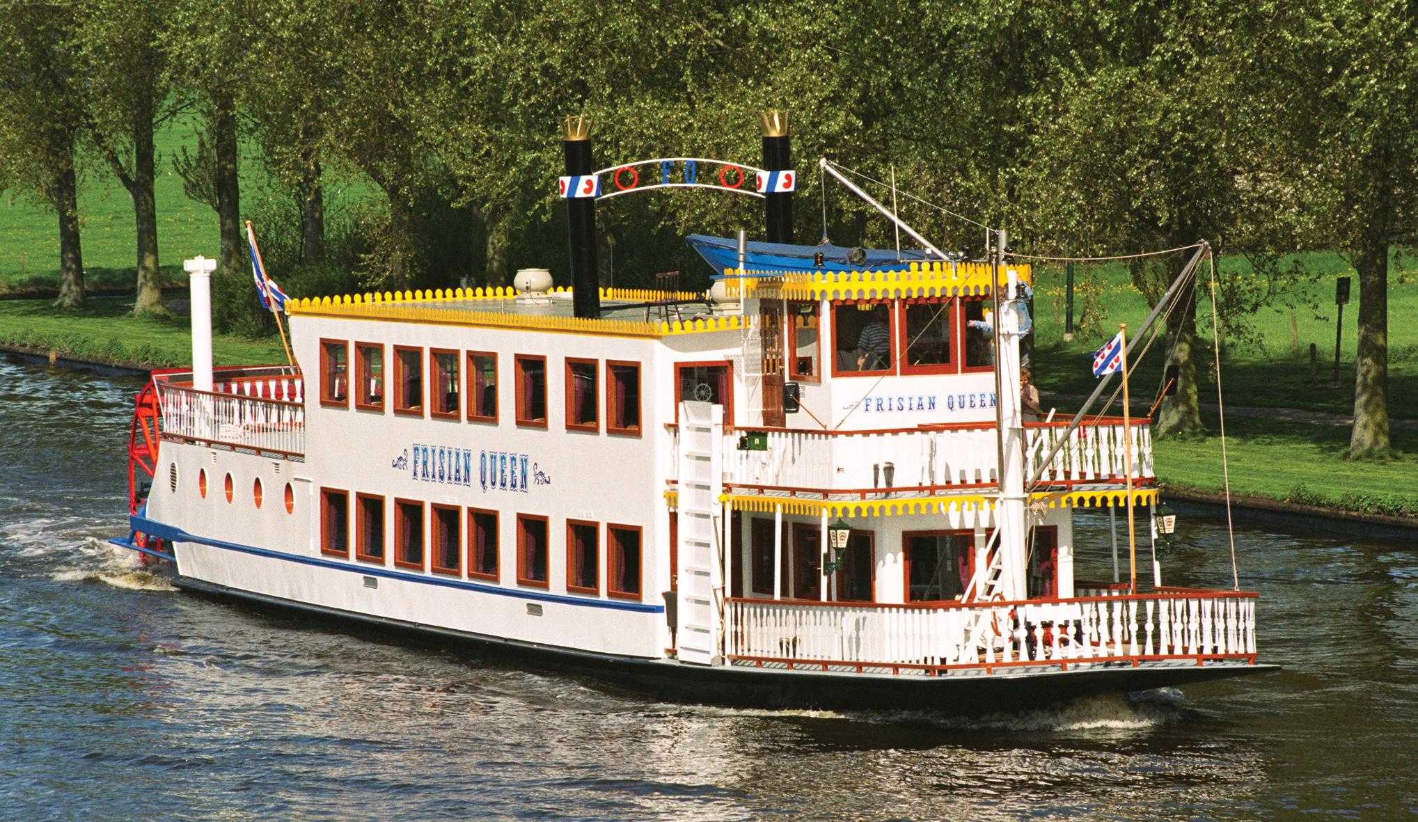 De Frisian Queen heeft normaal plek voor 180 gasten, nu mogen dat er maximaal honderd zijn. (Foto Frisian Queen)