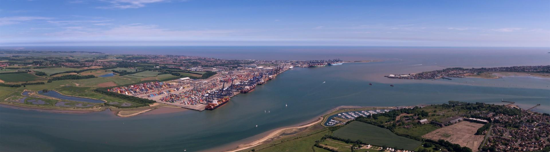 De toegang naar de Haven van Harwich wordt uitgediept. (Foto Boskalis)