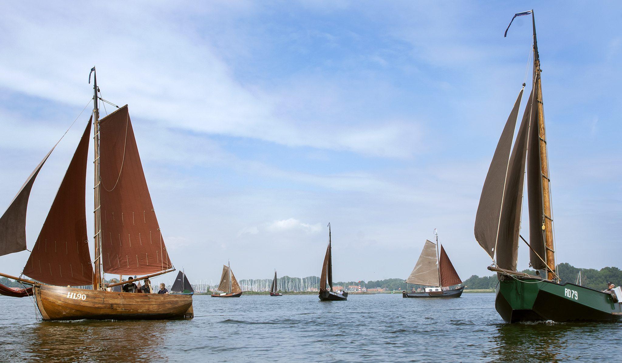 De houten jol HL-90 van de Jonge Vissers onder Zeil uit Workum won. (Foto Hajo Olij)