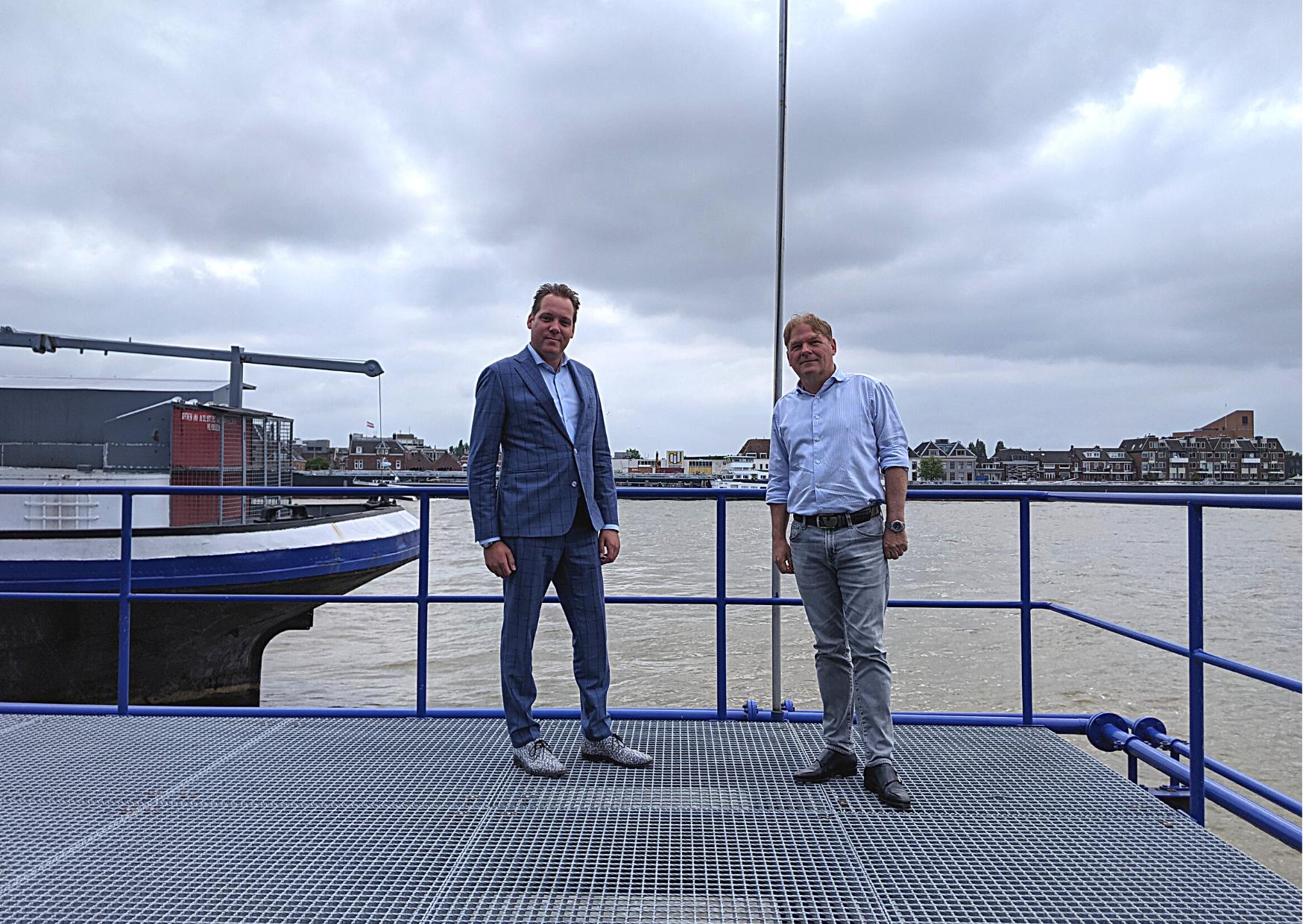 Robert Tijssen en Sander Wassenaar hebben beiden een schippersachtergrond en hebben dan ook hart voor schipper en verlader. 'Wij bieden vervoers- en transportzekerheid.' (Foto Robin van den Bovenkamp)