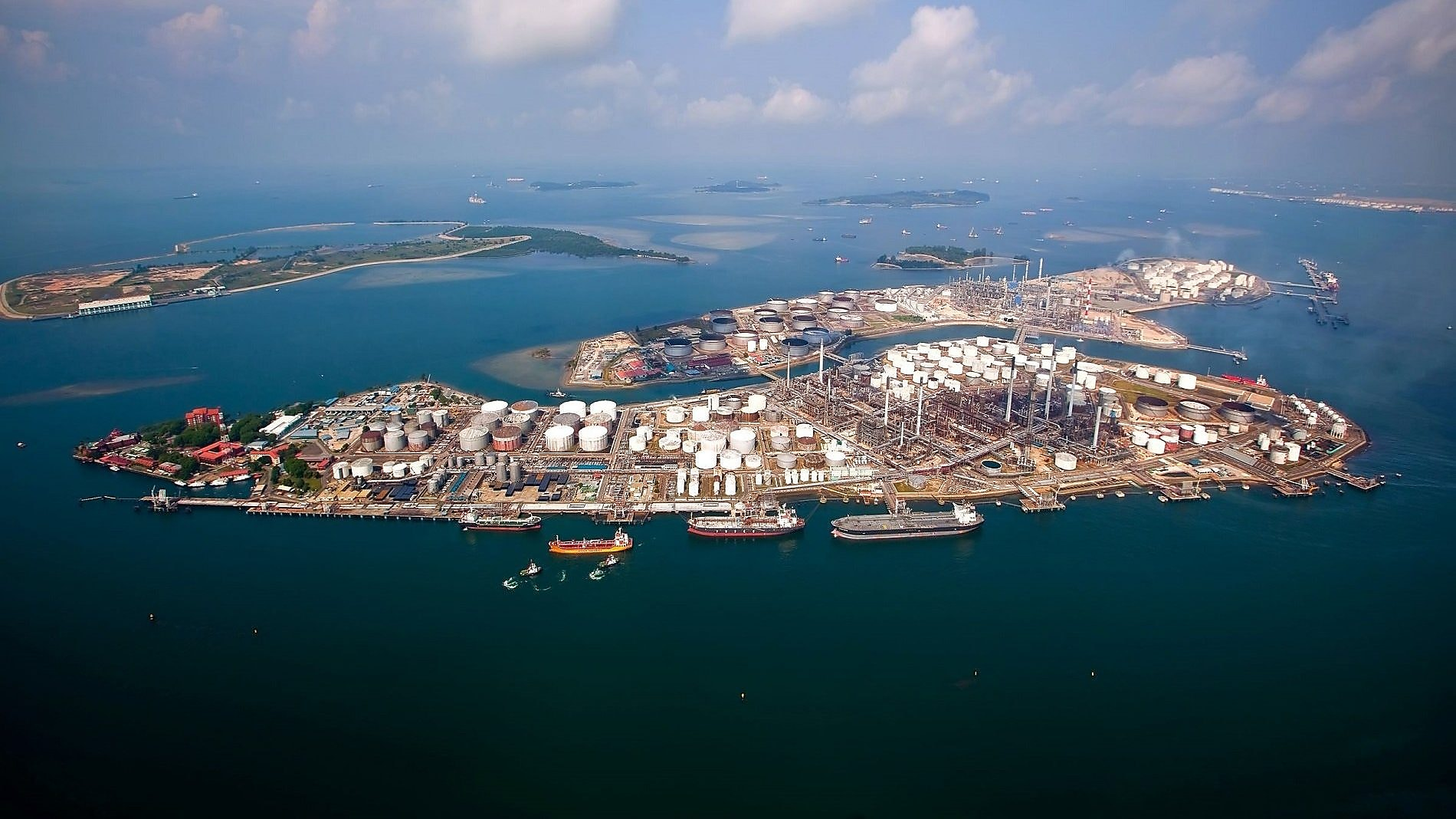 De Pulau Bukom-raffinaderij. (Foto Shell)