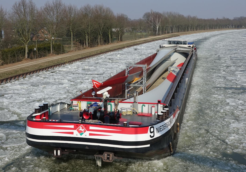 Zwaar transport via de vaarwegen moet worden gestimuleerd, aldus de Duitse overheid. (Foto BDB)