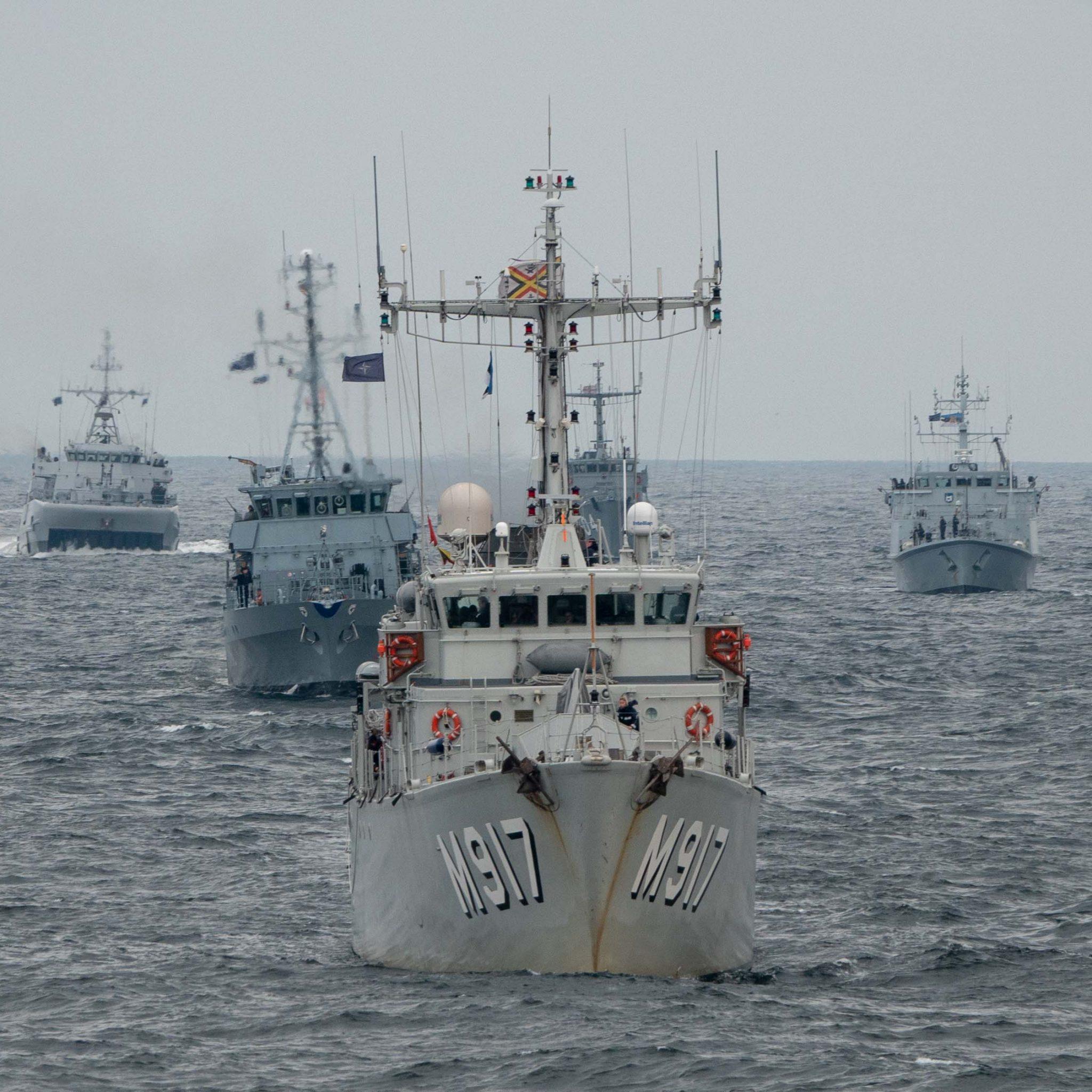 Mijnenvegers gaan oefenen op de Noordzee. (Foto Kustwacht)