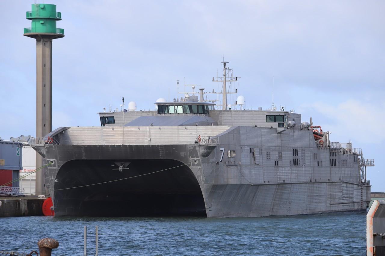 De USNS Carson City in maart van dit jaar in de haven van Le Havre. (Foto Prefecture Maritime)
