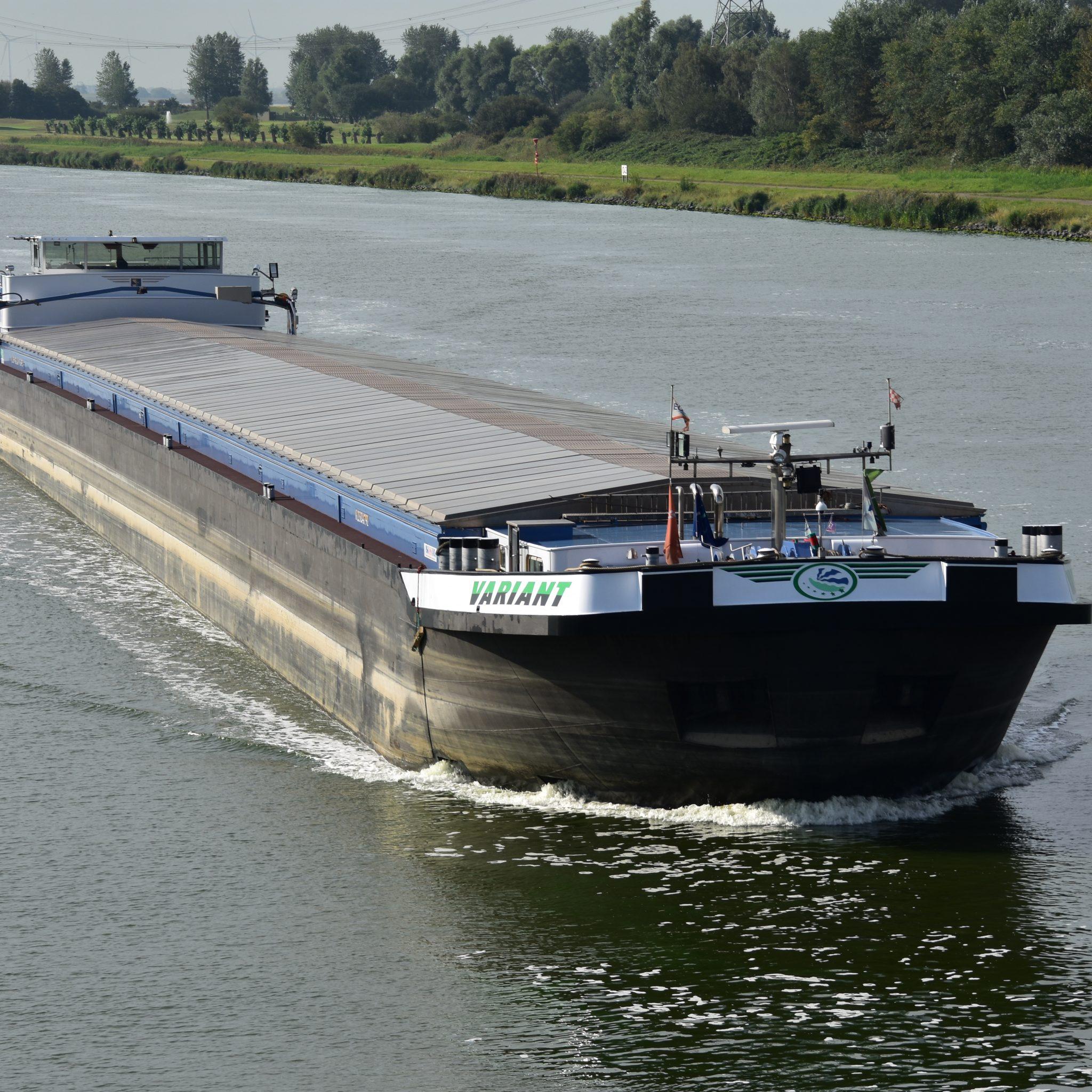 Variant krijgt geen vergunning om te varen op de Hoofdvaarweg Lemmer-Delfzijl. (Foto Leo Schuitemaker)