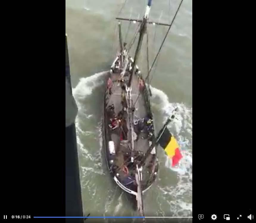 BOO2136 Luchtopname van de Nete vlak voor de evacuatie (Foto bemanning NH-90)