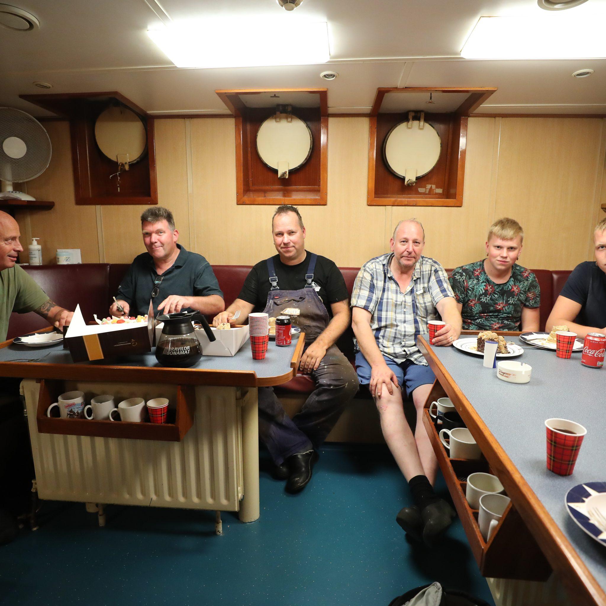 Bemanning OD-17. V.l.n.r.: Teun Heerschap, Jaap Klijn, Sijmen Kuijt (schipper), Gerard Verburg, Pieter Kuijt en Pieter Roth (niet op de foto: Jelle de Boer). (Foto's Bram Pronk)