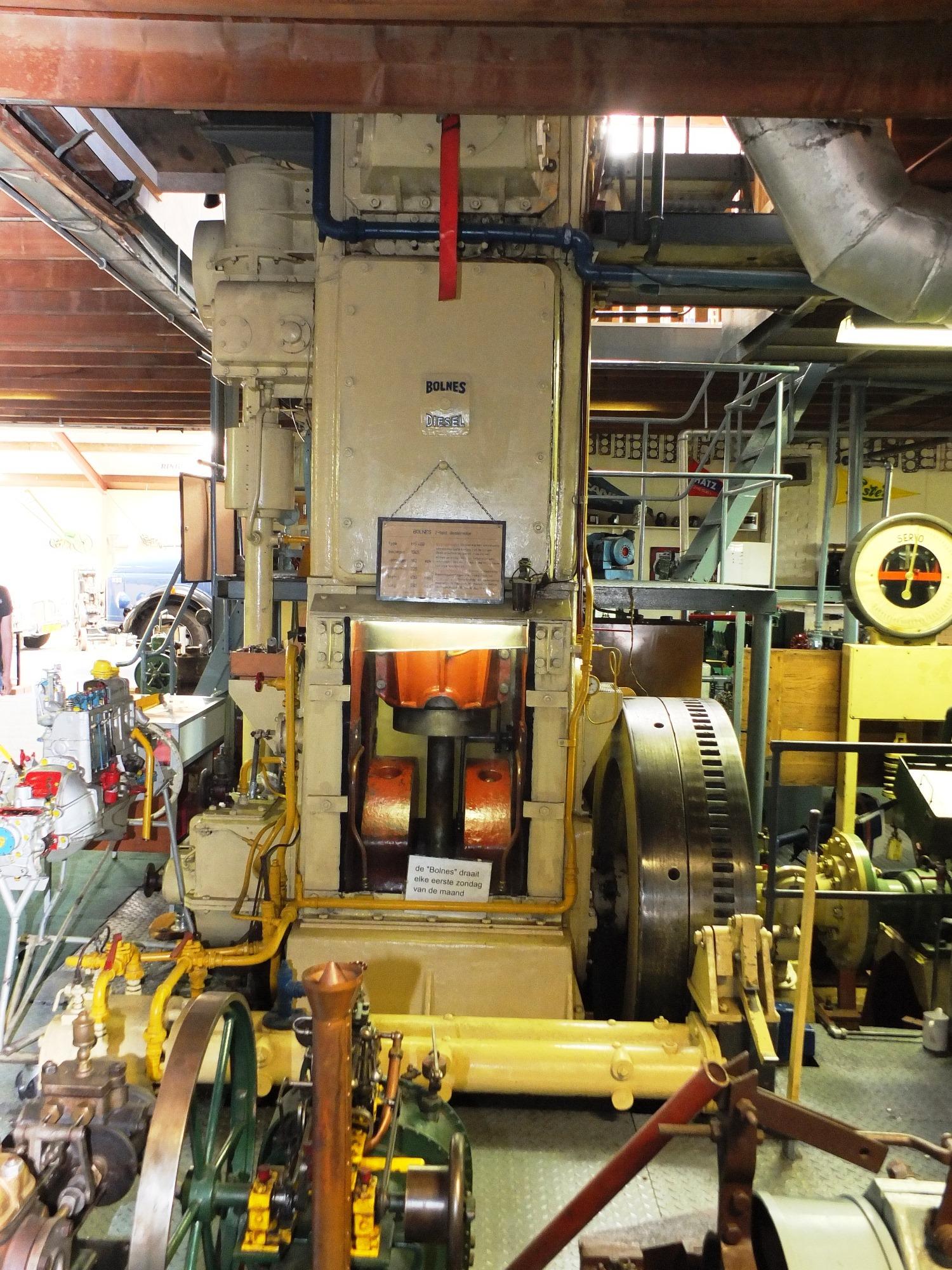 Het museum huist van alles, van scheepsmotoren tot oude poppenwagens. (Foto Motorenmuseum)