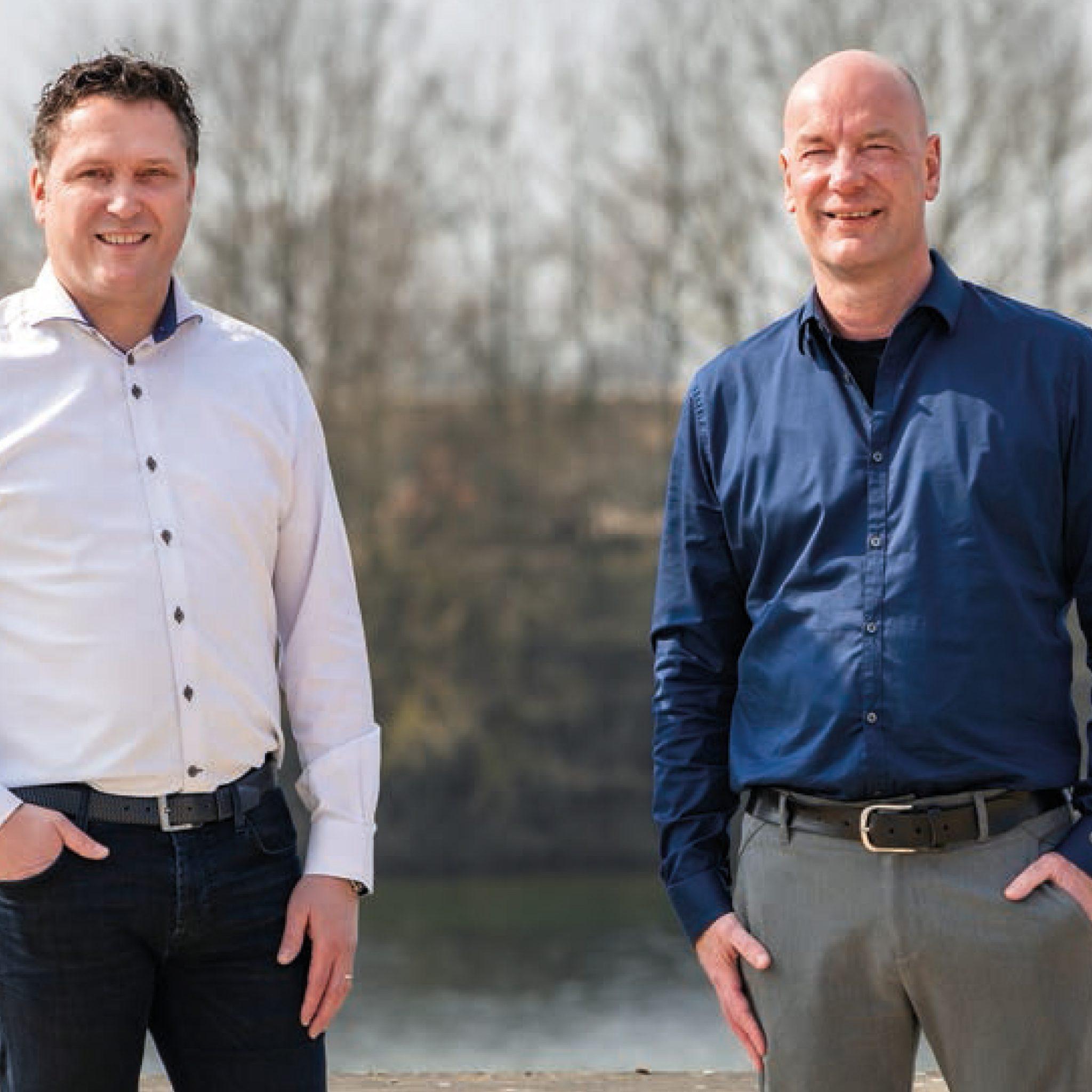 Directeur Ramon Janssen van AVG en Werner Teunesen van Teunesen Zand en Grint. Beide bedrijven hebben meer ruimte nodig in de haven van Heijen. (Foto AVG/Teunesen)