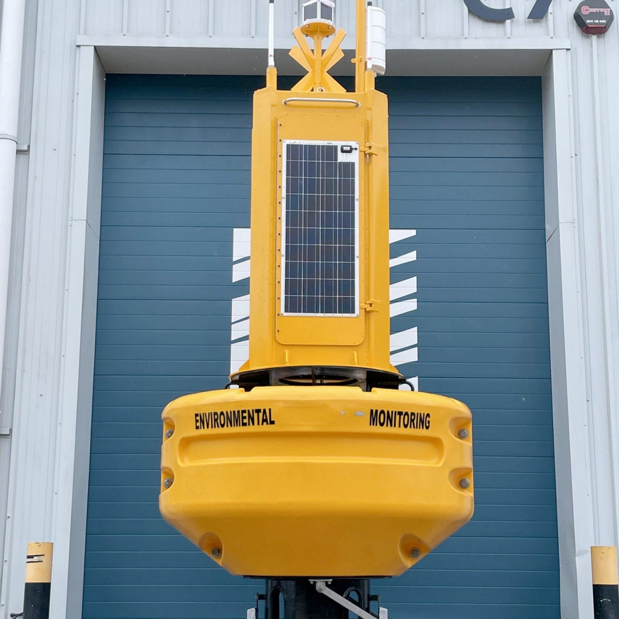 De nieuwe boei voor zeewierboerderijen is zelfs voorzien van een pan tilt zoom (PTZ) camera. (Foto OSIL)