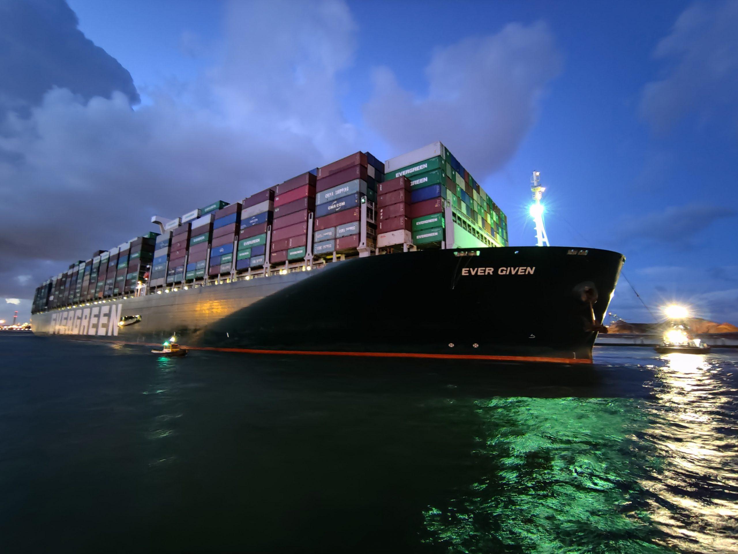 Ever Given vaart weer door het Suezkanaal