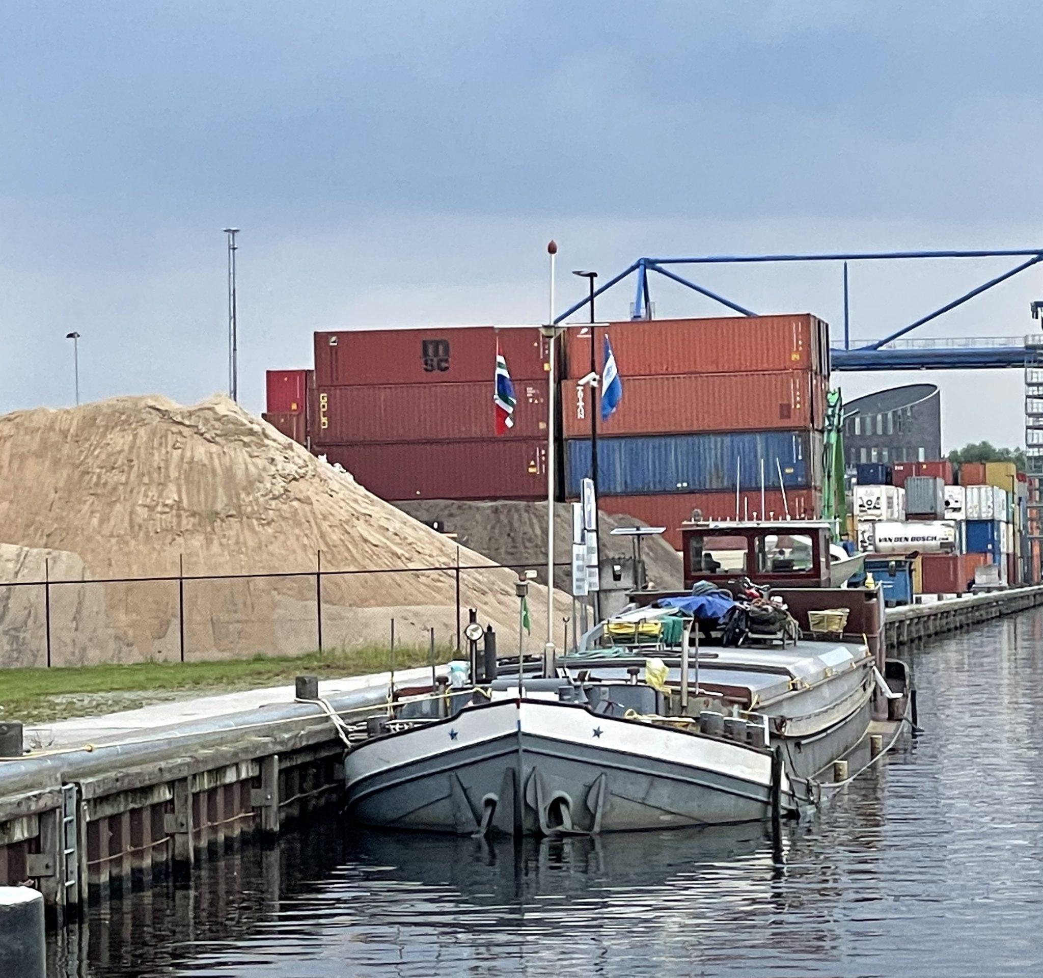 Op dinsdag 27 juli werd bij de Coby, de Semper Spera en de Imatra te veel fosfine in het ruim gemeten. (Foto AS Media)