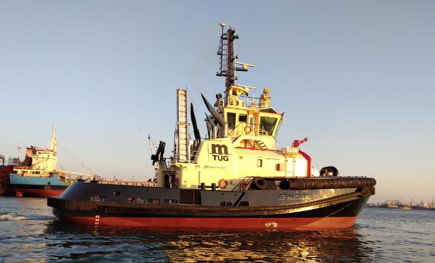 Het logo van MedTug, hier op de Med Antares, is een variatie van het MSC-logo. (Foto Sanmar Shipyards)