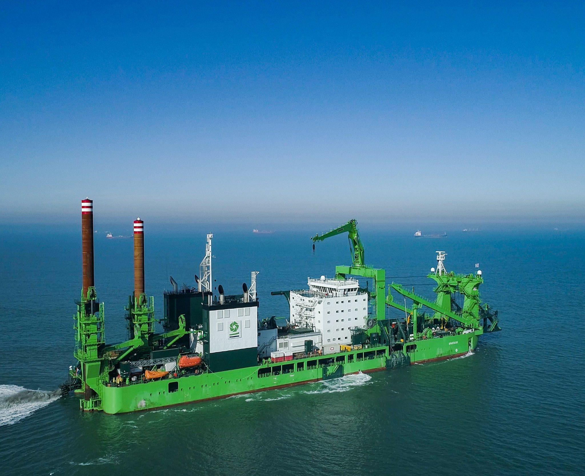 De Spartacus is het grootste schip van zijn soort en tevens de eerste op LNG. (Foto Royal IHC)
