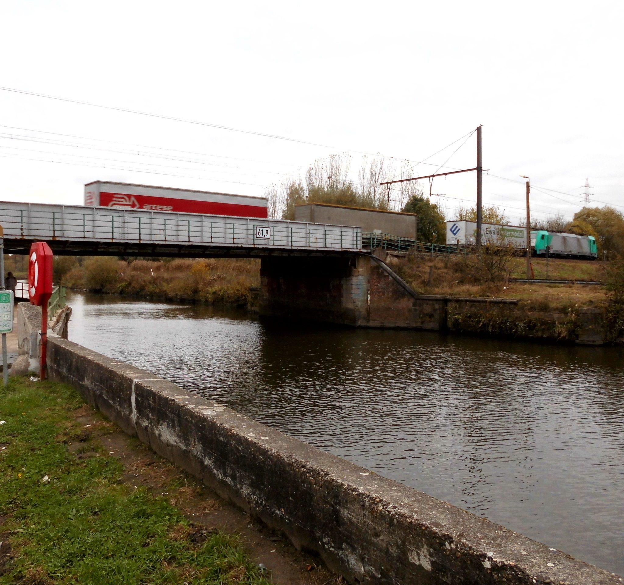 De spoorwegbrug over de Dender, bij Oudegem. (Foto Wikimedia)