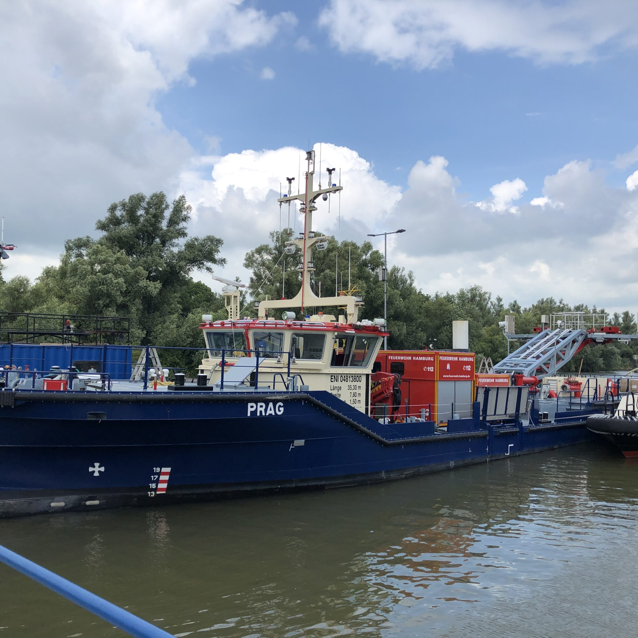 De nieuwe blusboot Prag komt net als de Dresden tegen het eind van dit jaar in de vaart. (Foto Flotte Hamburg)