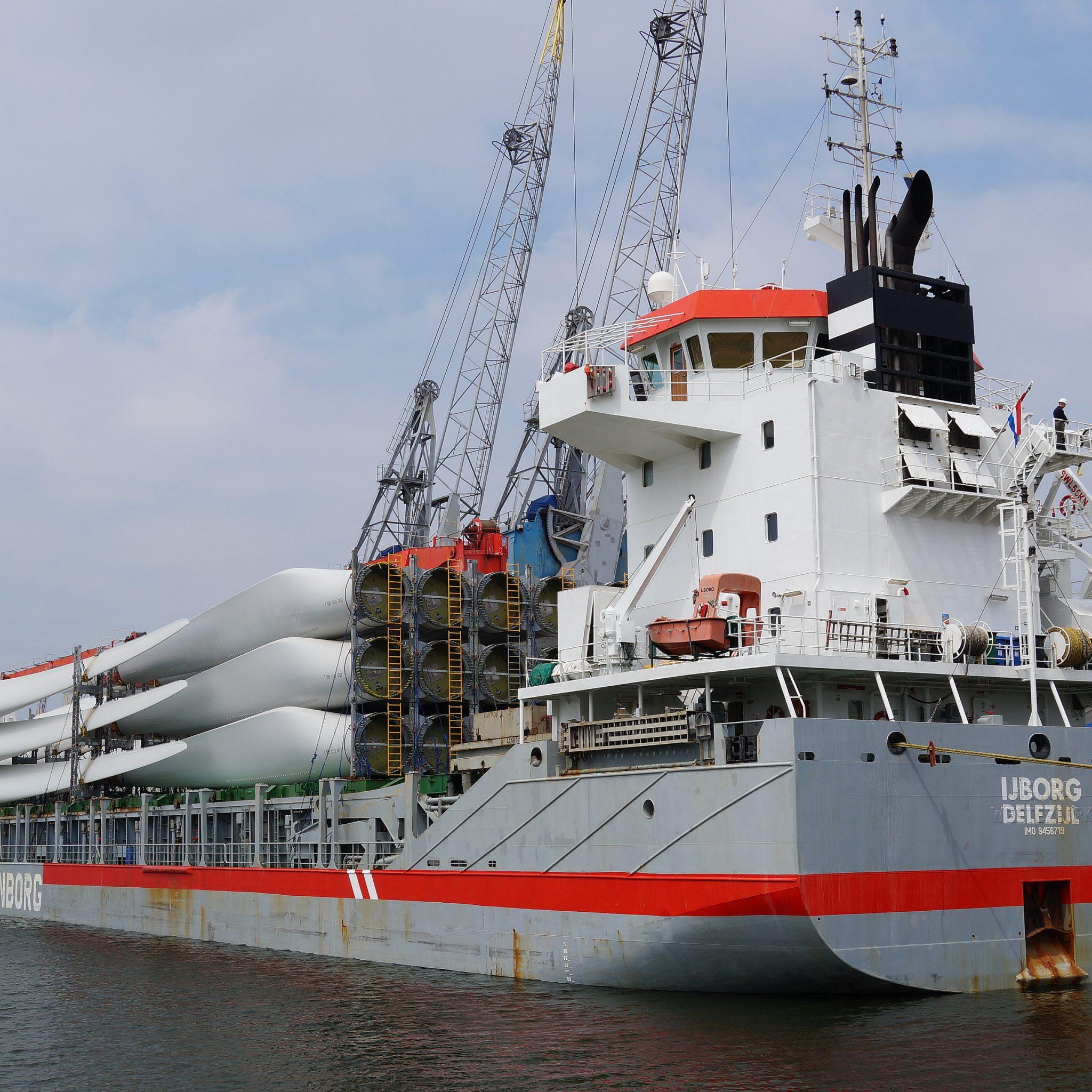 De IJborg, hier afgemeerd in de Waalhaven van Rotterdam, is verkocht en onder Russische vlag gebracht. (Foto Koos Goudriaan)