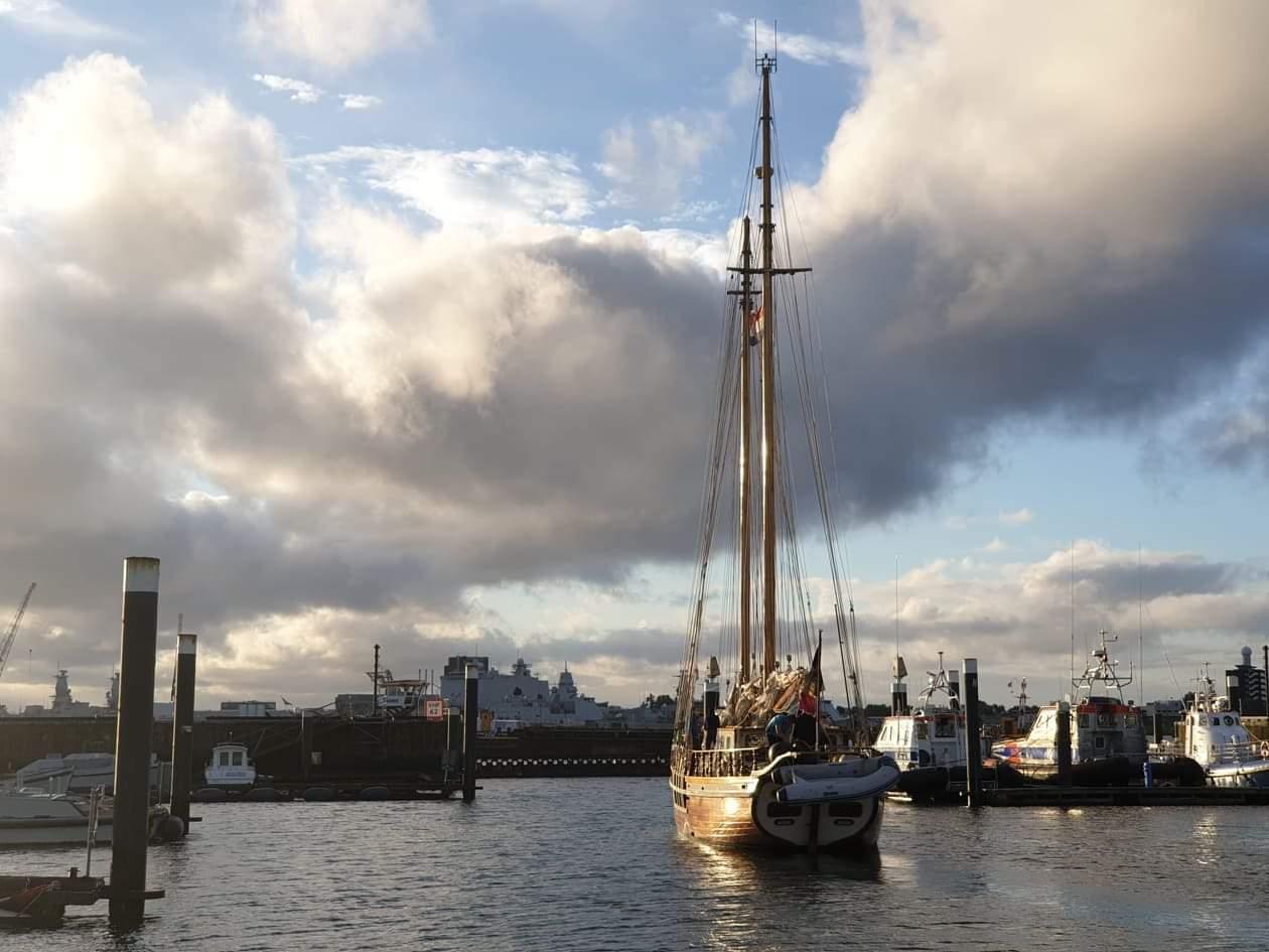 De Rupel vertrekt uit Den Helder. (Foto Antwerp Student Fleet)