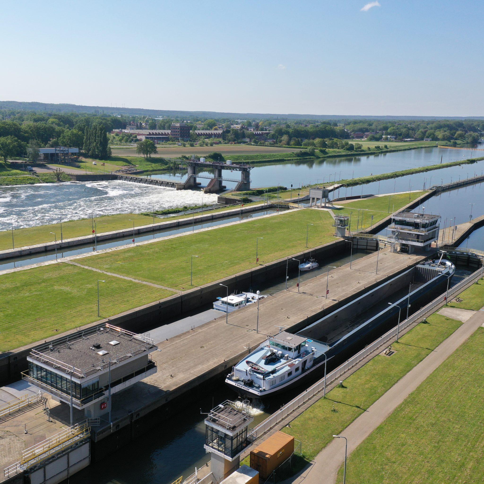 Het sluizencomplex van Belfeld is binnenkort weer bruikbaar voor de scheepvaart. (Foto Rijkswaterstaat)