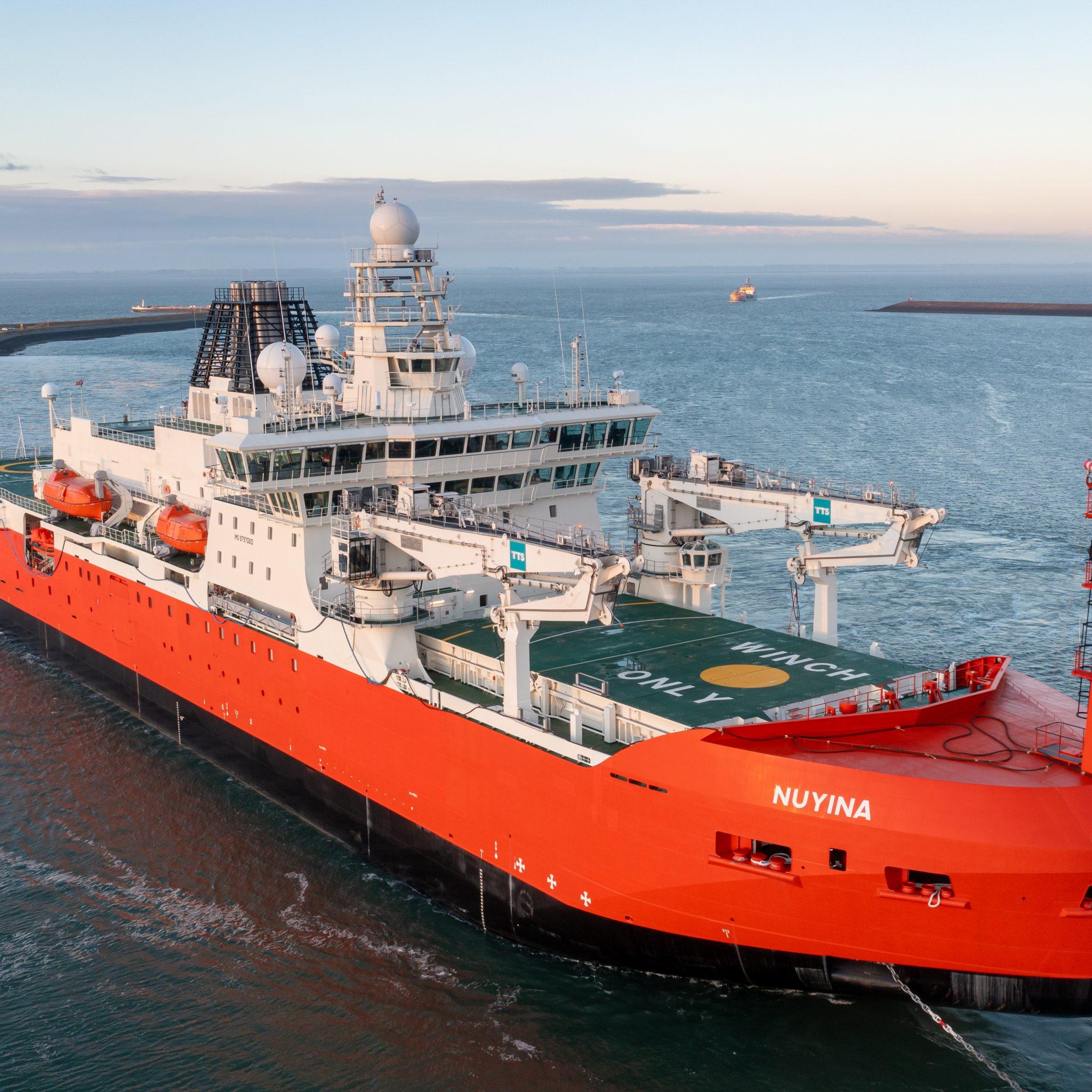 De Antarctische ijsbreker Nuyina is vertrokken vanuit Vlissingen. Foto DronebyMark