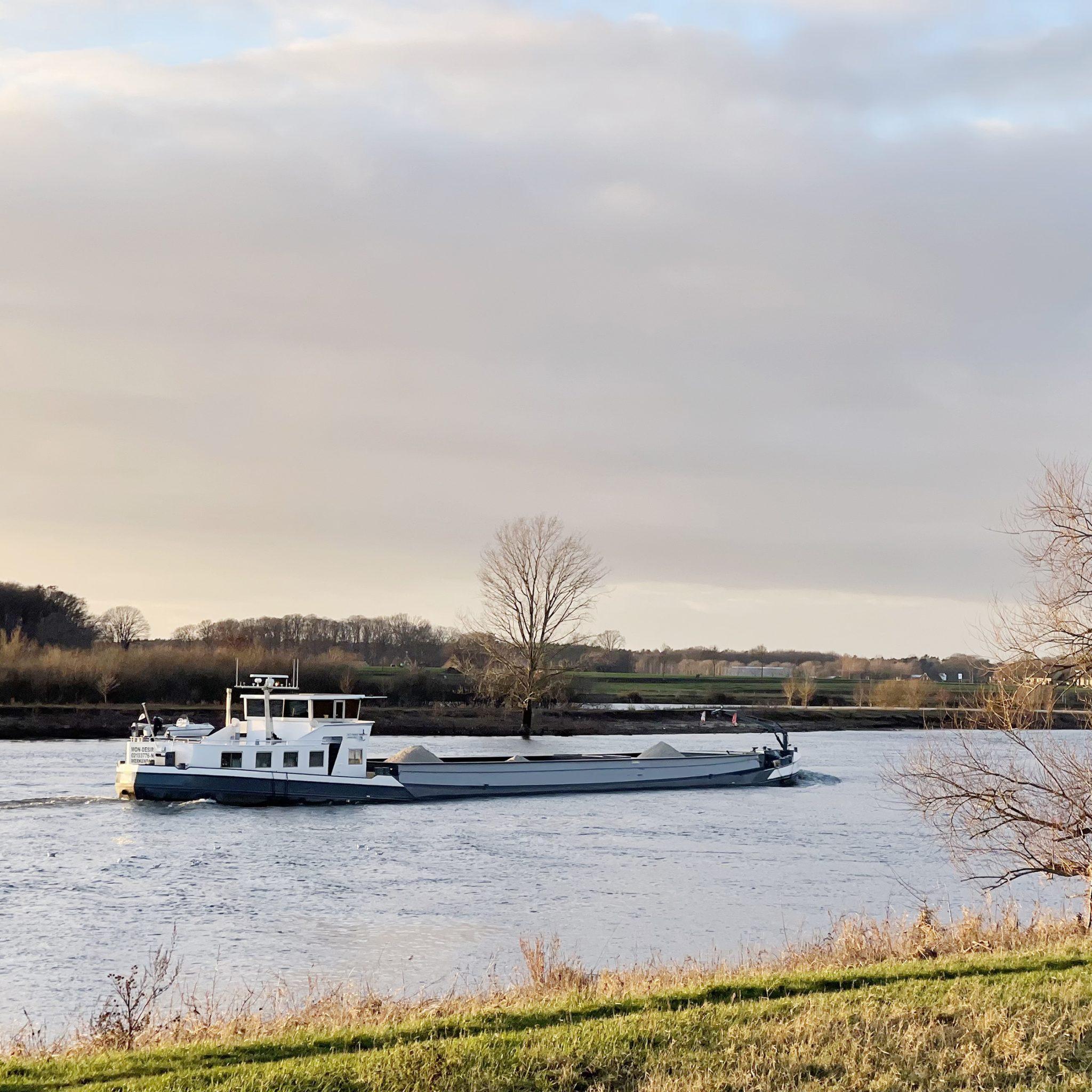 De Europese Commissie vindt een duurzame en moderne binnenvaartsector 'essentieel voor het terugdringen van broeikasemissies in de gehele transportsector'. (Foto Erik van Huizen)