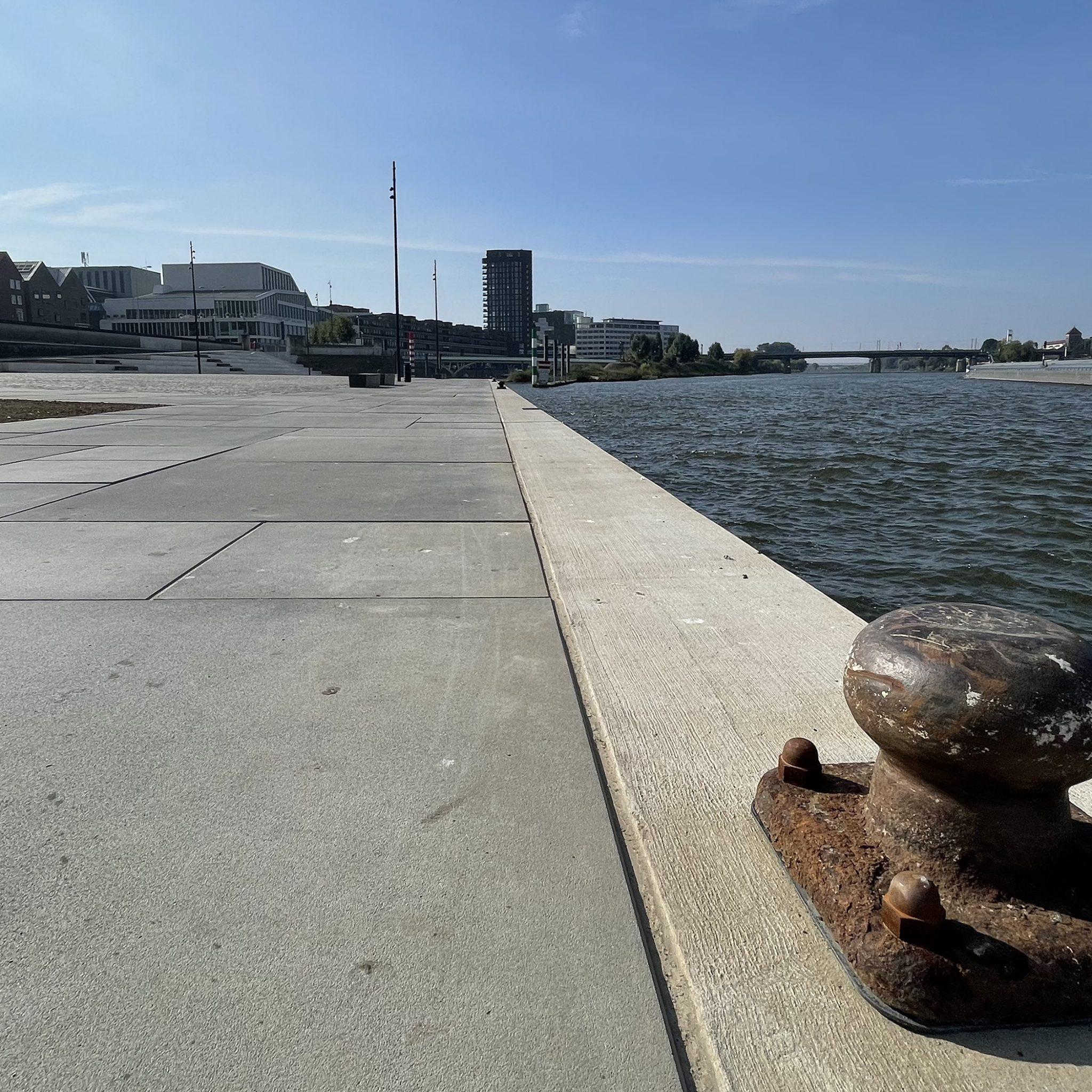 Venlo hoopt met de herinrichting van de Lage Loswal ook riviercruiseschepen te ontvangen. (Foto Erik van Huizen)