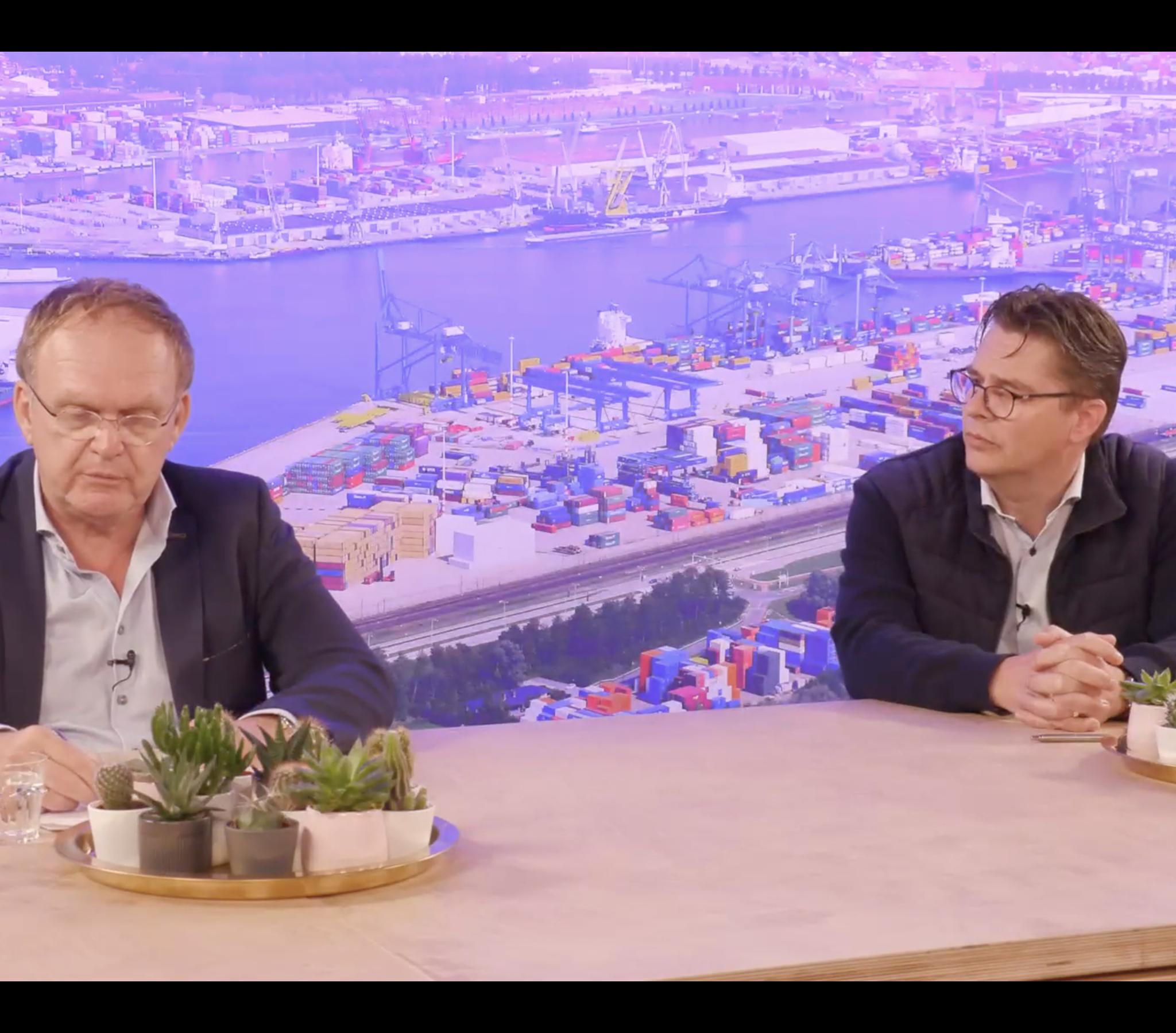 Arie Arensman en Dolf Kornet aan tafel tijdens Studio Schuttevaer Duikt Dieper. (Beeld uit uitzending)