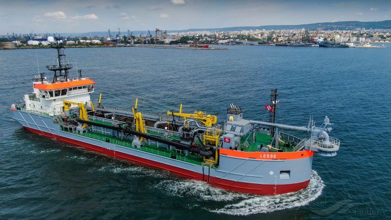 De baggerwerkzaamheden worden gedaan met de sleephopperzuiger Lesse en de waterinjector dredger Delta Queen I. (Foto Boskalis)