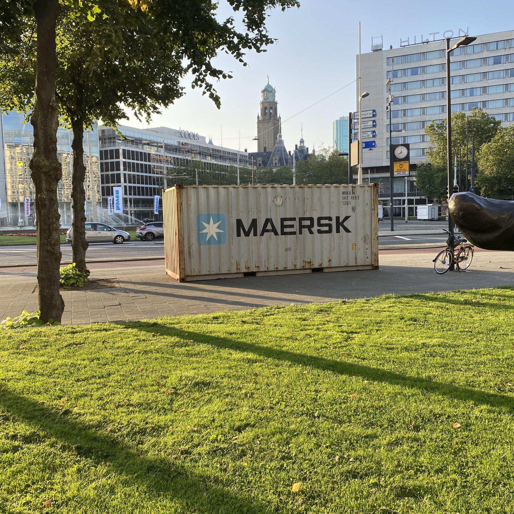 Een container van Maersk op het Rotterdamse Hofplein voor de Wereldhavendagen. (Foto Jelmer Bastiaans)