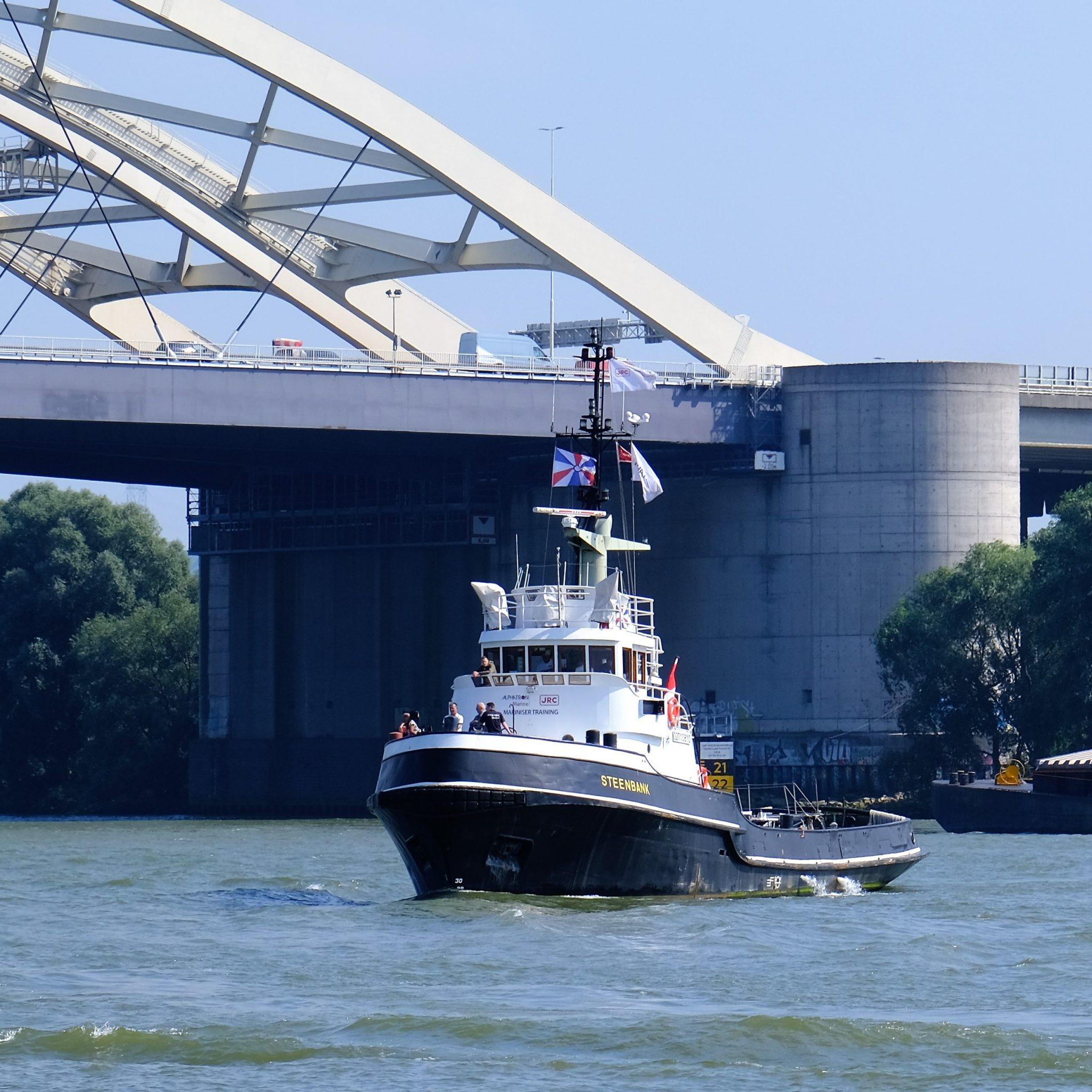 De Steenbank is een voormalige kust-/havensleepboot. (Foto Ernst Lohmann)