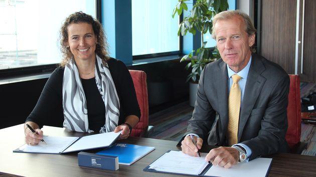 Allard Castelein, directeur van het havenbedrijf, samen met Yolande Verbeek, directeur van Uniper Benelux. (Foto Port of Rotterdam)