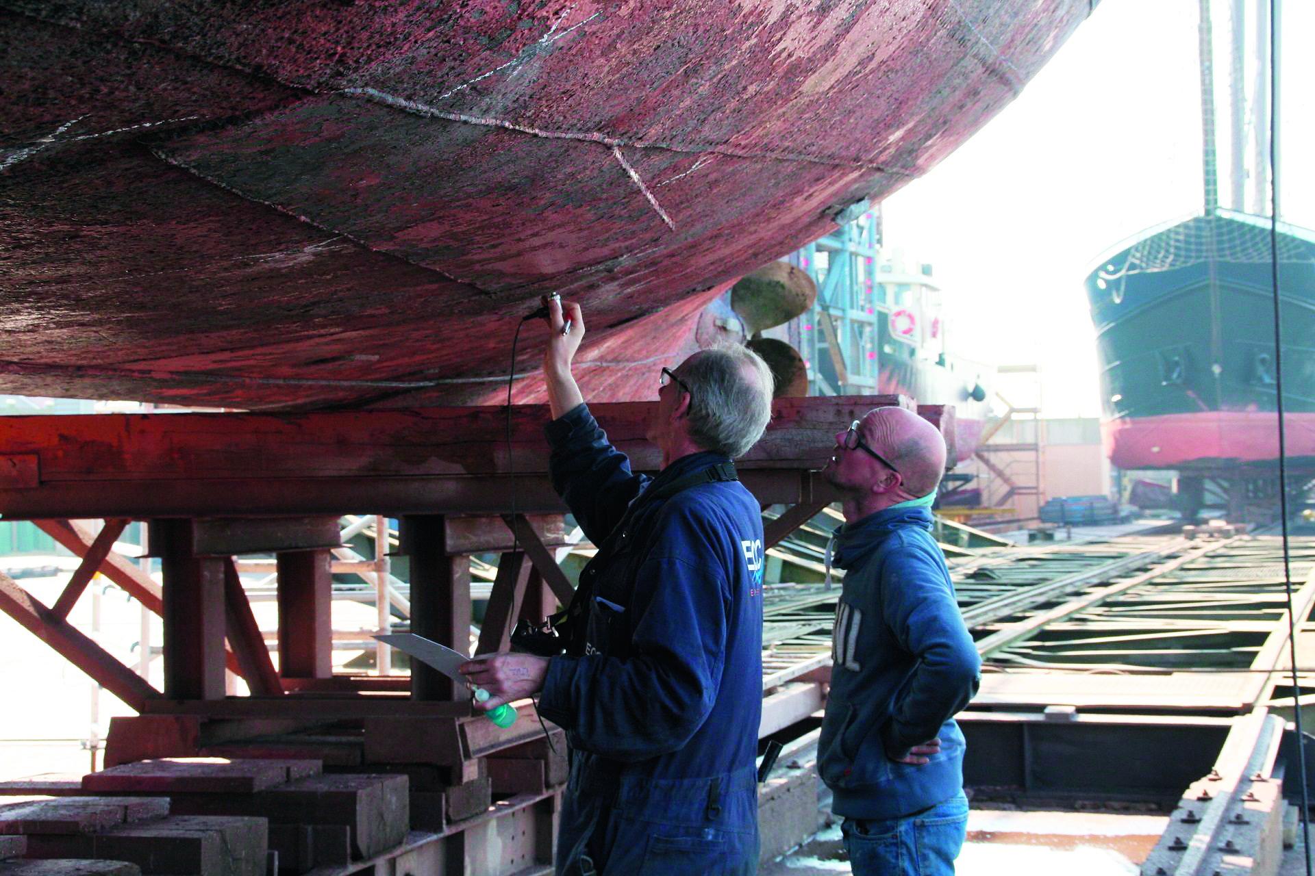 Een inspectie van het onderwaterschip kan deel uit maken van een keuring. Dit gebeurt met of zonder aanvullende diktemetingen. (Foto EOC)