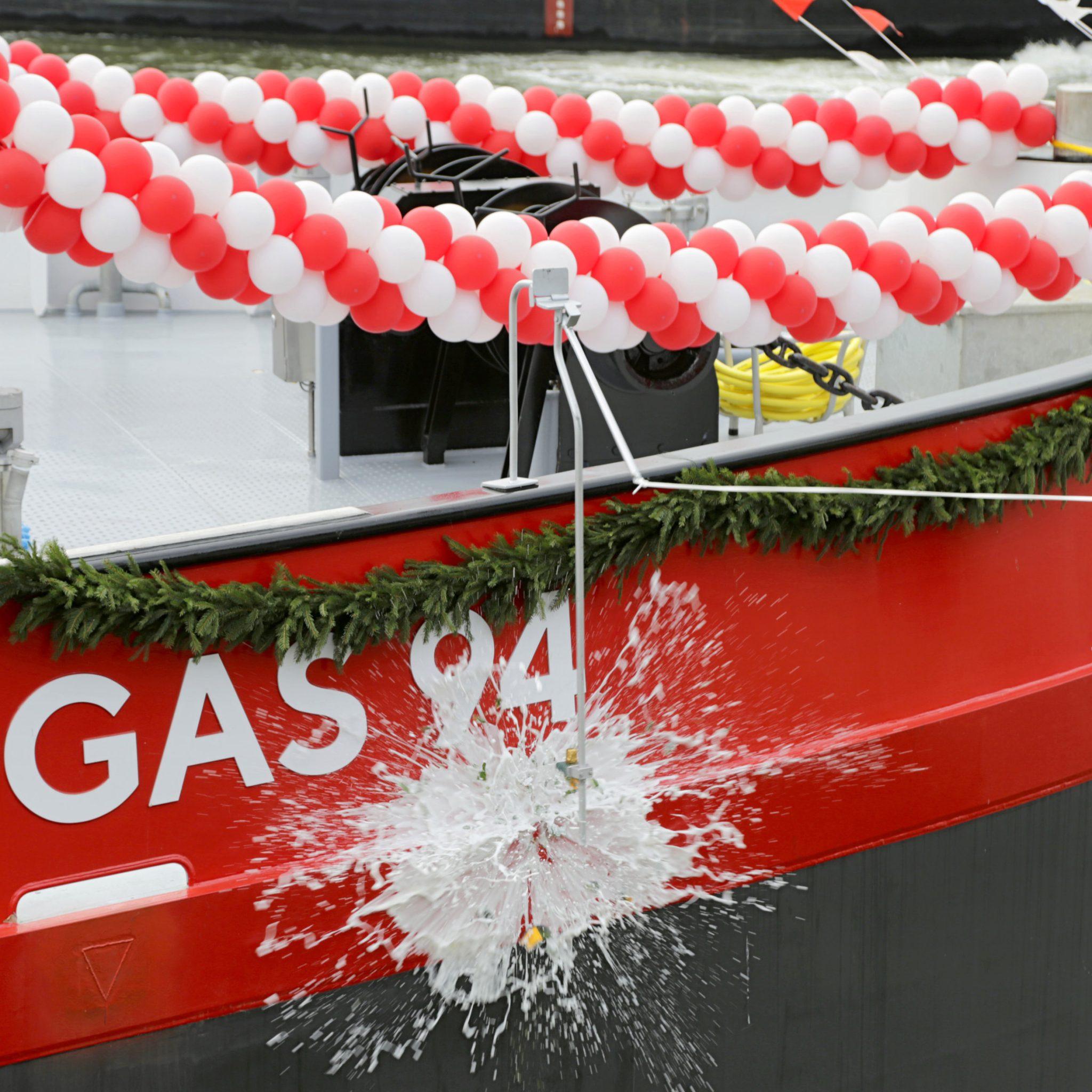 De Gas 94 werd gedoopt door Derya Kurus-Ebermann van BASF. (HGK Shipping)