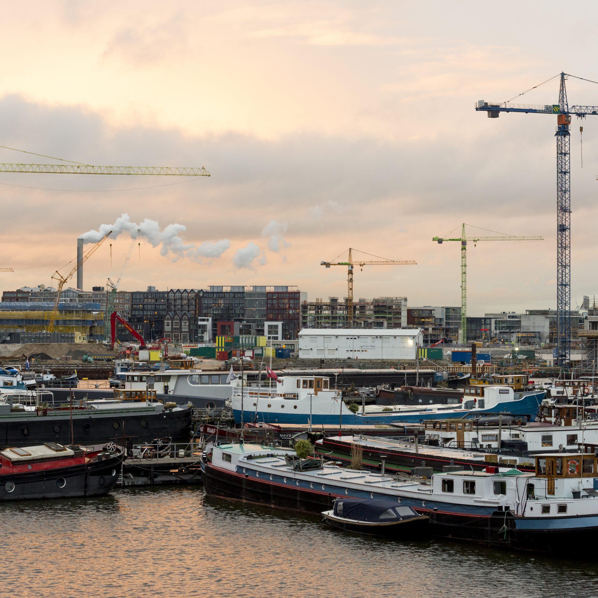 Woonschepen in de Amsterdamse Houthavens. (Foto ANP)